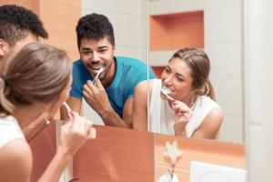 Elektrische Zahnbürsten besser als Handzahnbürste
